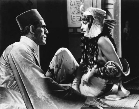 Boris Karloff and Zita Johann in 'The Mummy'